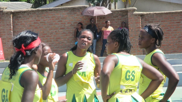 DIAMOND QUEENS BARELY BEAT DETERMINED THUNDERS QUEENS BY 31-27 BASKETS
